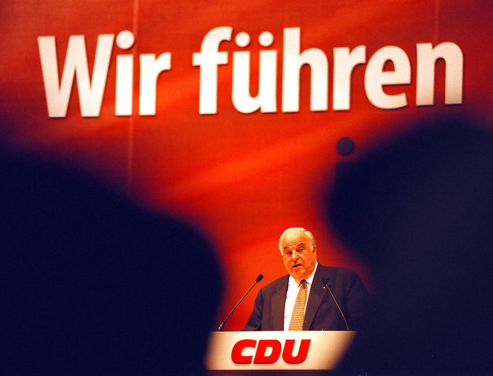 &copy;  christian  JUNGEBLODT.<br />CDU Bundesparteitag in Bremen 1998<br />DR. HELMUT KOHL , BUNDESKANZLER <br />bei seiner Rede...<br />Bremen 18.05.1998