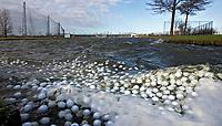 SCHIPLUIDEN - De driving' range met drijvende ballen , floating balls, op Golfbaan Delfland in Schipluiden. FOTO KOEN SUYK