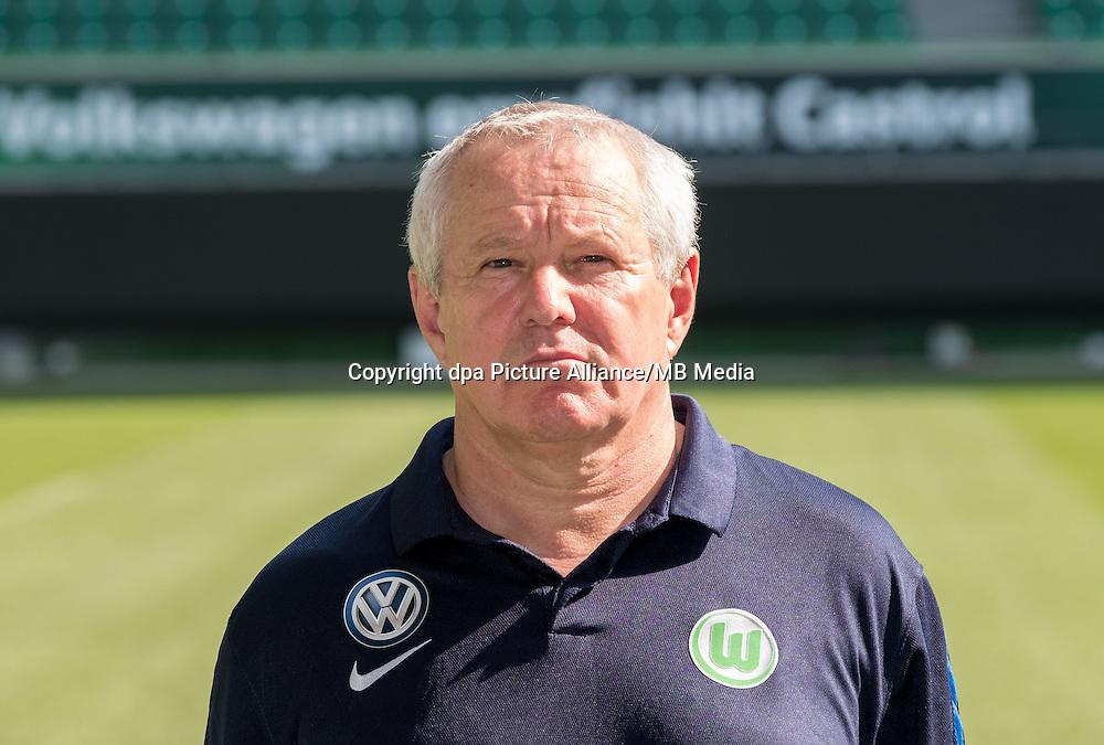 German Bundesliga - Season 2016/17 - Photocall VfL Wolfsburg on 14 September 2016 in Wolfsburg, Germany: Team doctor Guenter Pfeiler. Photo: Peter Steffen/dpa   usage worldwide