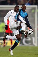 Fotball<br /> Frankrike<br /> Foto: DPPI/Digitalsport<br /> NORWAY ONLY<br /> <br /> FOOTBALL - FRENCH CHAMPIONSHIP 2008/2009 - L1 - OLYMPIQUE LYONNAIS v OLYMPIQUE MARSEILLE - 14/12/2008 - JOHN MENSAH (LYON) / MAMADOU SAMASSA (OM) <br /> <br /> Lyon