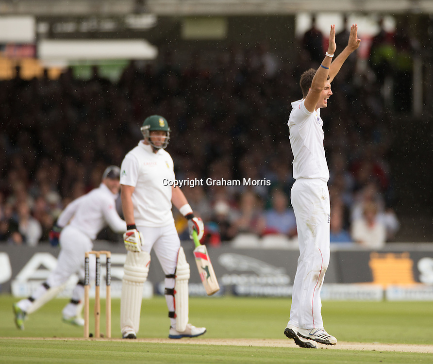 Jacques Kallis out to Steven Finn (right) during the third and final Investec Test Match between England and South Africa at Lord's Cricket Ground, London. Photo: Graham Morris (Tel: +44(0)20 8969 4192 Email: sales@cricketpix.com) 16/08/12