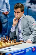 WIJK AAN ZEE - magnuis carlsen  tijdens de derde ronde van de 81e editie van het Tata Steel Chess Tournament.  copyruyght robin utrecht