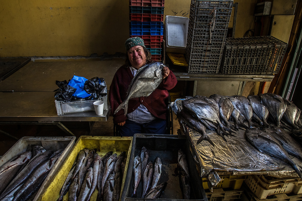 VALPARAISO, CHILE - MARCH 17, 2014: A woman sells fish at the Valparaiso fish market. PHOTO: Meridith Kohut for The World Wildlife Fund