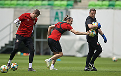 BUDAPEST, HUNGARY - Monday, June 10, 2019: Wales' goalkeeper Wayne Hennessey (L), Gareth Bale (C) and goalkeeping coach Tony Roberts during a training session ahead of the UEFA Euro 2020 Qualifying Group E match between Hungary and Wales at the Ferencváros Stadion. (Pic by David Rawcliffe/Propaganda)