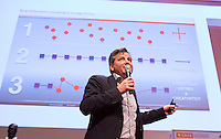 UTRECHT - Bondscoach Paul van Ass spreekt tijdens Hockeycongres bij de Rabobank in Utrecht. FOTO KOEN SUYK