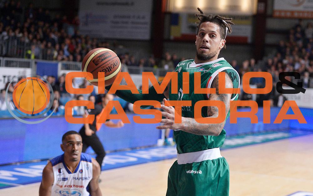 DESCRIZIONE : Cantu' campionato serie A 2013/14 Acqua Vitasnella Cantu' Montepaschi Siena<br /> GIOCATORE : Daniel Hackett<br /> CATEGORIA : rimbalzo<br /> SQUADRA : Montepaschi Siena<br /> EVENTO : Campionato serie A 2013/14<br /> GARA : Acqua Vitasnella Cantu' Montepaschi Siena<br /> DATA : 24/11/2013<br /> SPORT : Pallacanestro <br /> AUTORE : Agenzia Ciamillo-Castoria/R.Morgano<br /> Galleria : Lega Basket A 2013-2014  <br /> Fotonotizia : Cantu' campionato serie A 2013/14 Acqua Vitasnella Cantu' Montepaschi Siena<br /> Predefinita :