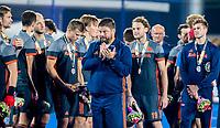 BHUBANESWAR, INDIA -  Oranje met zilver,  na  de  finale tussen België en Nederland (0-0)  bij het WK Hockey heren in het Kalinga Stadion. Belgie wint de shoot outs .  midden bondscoach Max Caldas (Ned) . COPYRIGHT KOEN SUYK