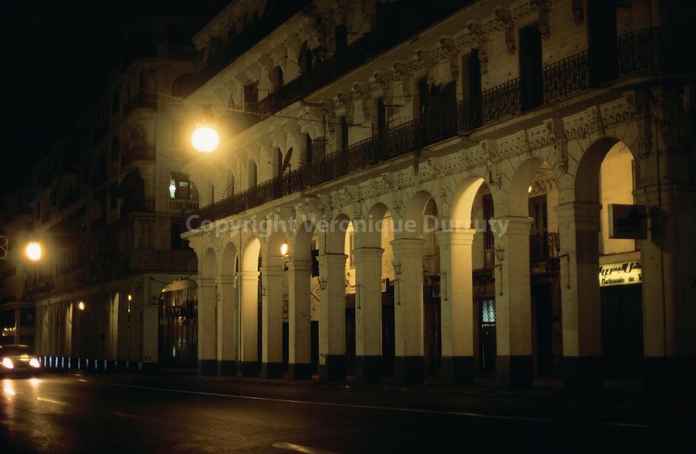 La nuit dans -Alger la blanche-. La ville a ete concue par le baron Haussmann, a la couleur pres, les facades de la ville coloniale sont les memes que celles de Paris. La nuit dans -Alger la blanche-. La ville a ete concue par le baron Haussmann, a la couleur pres, les facades de la ville coloniale sont les memes que celles de Paris./ FRANCE ONLY