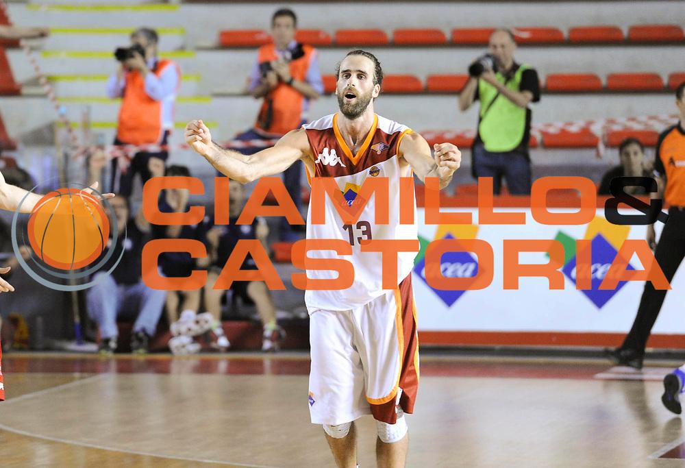 DESCRIZIONE : Roma Lega A 2012-13 Acea Virtus Roma Trenkwalder Reggio Emilia Gara 1<br /> GIOCATORE : Luigi Datome<br /> CATEGORIA : esultanza <br /> SQUADRA : Acea Virtus Roma<br /> EVENTO : Campionato Lega A 2012-2013 Play Off Quarti Gara1<br /> GARA : Acea Virtus Roma Trenkwalder Reggio Emilia Gara 1 <br /> DATA : 09/05/2013<br /> SPORT : Pallacanestro <br /> AUTORE : Agenzia Ciamillo-Castoria/N. Dalla Mura<br /> Galleria : Lega Basket A 2012-2013 <br /> Fotonotizia : Roma Lega A 2012-13 Acea Virtus Roma Trenkwalder  Reggio Emilia Gara 1