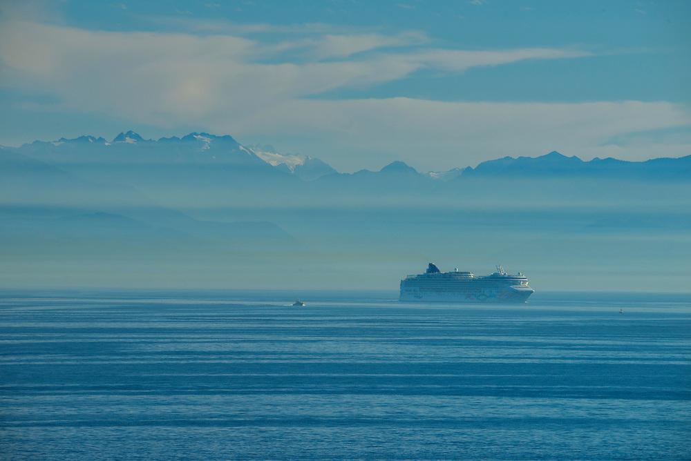 Canada, British Columbia, Vancouver Island, Victoria, cruise ship