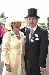 LORD & LADY IVAR MOUNTBATTEN at Royal Ascot<br />  on 21st June 2000.OFP 61<br /> © Desmond O'Neill Features:- 020 8971 9600<br />    10 Victoria Mews, London.  SW18 3PY <br /> www.donfeatures.com   photos@donfeatures.com<br /> MINIMUM REPRODUCTION FEE AS AGREED.<br /> PHOTOGRAPH BY DOMINIC O'NEILL