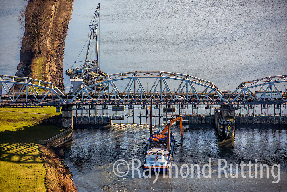 Netherlands - Grave - A ship carrying hazardous substances including benzene crashed into the John. S. Thompson Bridge over the Maas river in Grave, Noord-Brabant. The weir in the Maas in Grave was damaged by the collision. photo raymond rutting