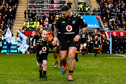 Kieran Brookes of Wasps with mascot - Mandatory by-line: Robbie Stephenson/JMP - 05/01/2020 - RUGBY - Ricoh Arena - Coventry, England - Wasps v Northampton Saints - Gallagher Premiership Rugby