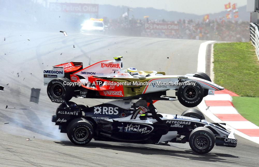 Crash, Giancarlo Fisichella, Force India flyes over  Kazuki Nakajima, Williams, ISTANBUL, TÜRKEI, Turkey, 11.05.2008 - Formula 1 Grand Prix of Turkey , Formel 1 -  F1 GP der Türkei, Tuerkei, - Foto: © ATP Thomas MELZER