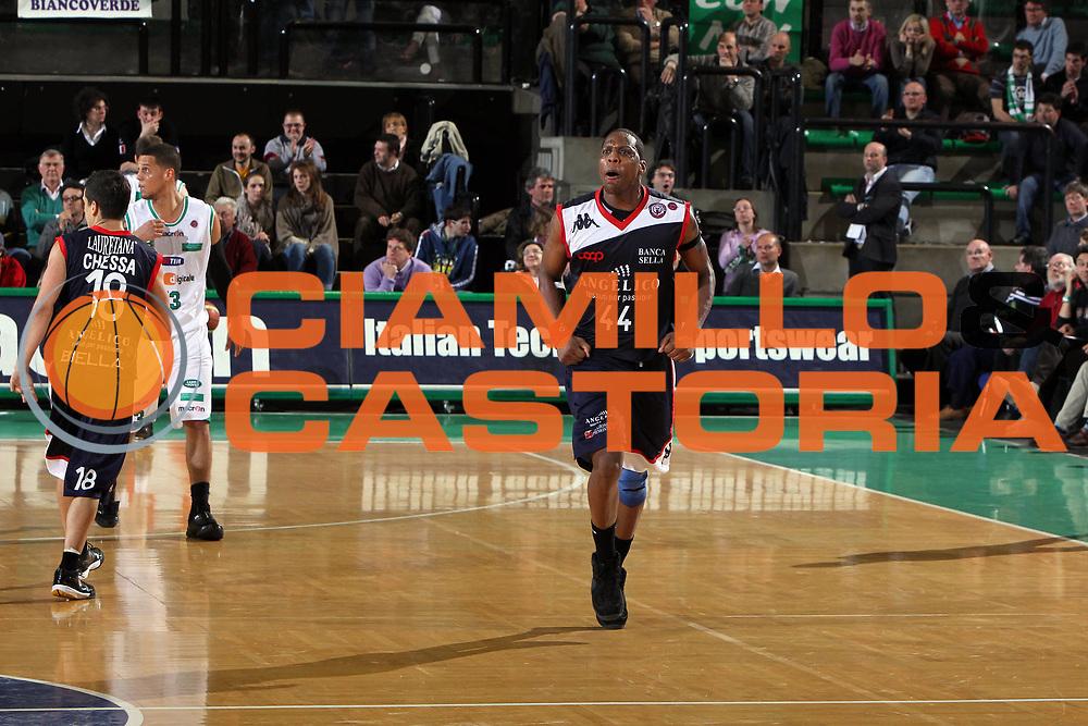 DESCRIZIONE : Treviso Lega A 2009-10 Basket Benetton Treviso Angelico Biella<br /> GIOCATORE : Pervis Pasco<br /> SQUADRA : Angelico Biella<br /> EVENTO : Campionato Lega A 2009-2010<br /> GARA : Benetton Treviso Angelico Biella<br /> DATA : 03/04/2010<br /> CATEGORIA : Esultanza<br /> SPORT : Pallacanestro<br /> AUTORE : Agenzia Ciamillo-Castoria/G.Contessa<br /> Galleria : Lega Basket A 2009-2010 <br /> Fotonotizia : Treviso Campionato Italiano Lega A 2009-2010 Benetton Treviso Angelico Biella<br /> Predefinita :