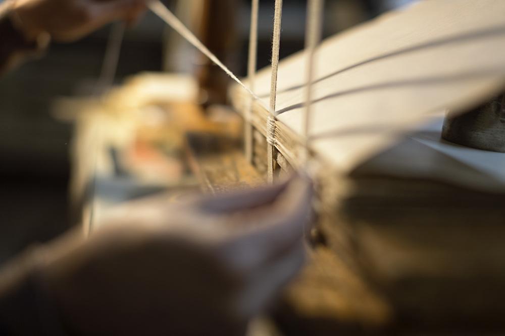 particolare di cucitura montato ancora su telaio<br /> <br /> seam assemble on the frame