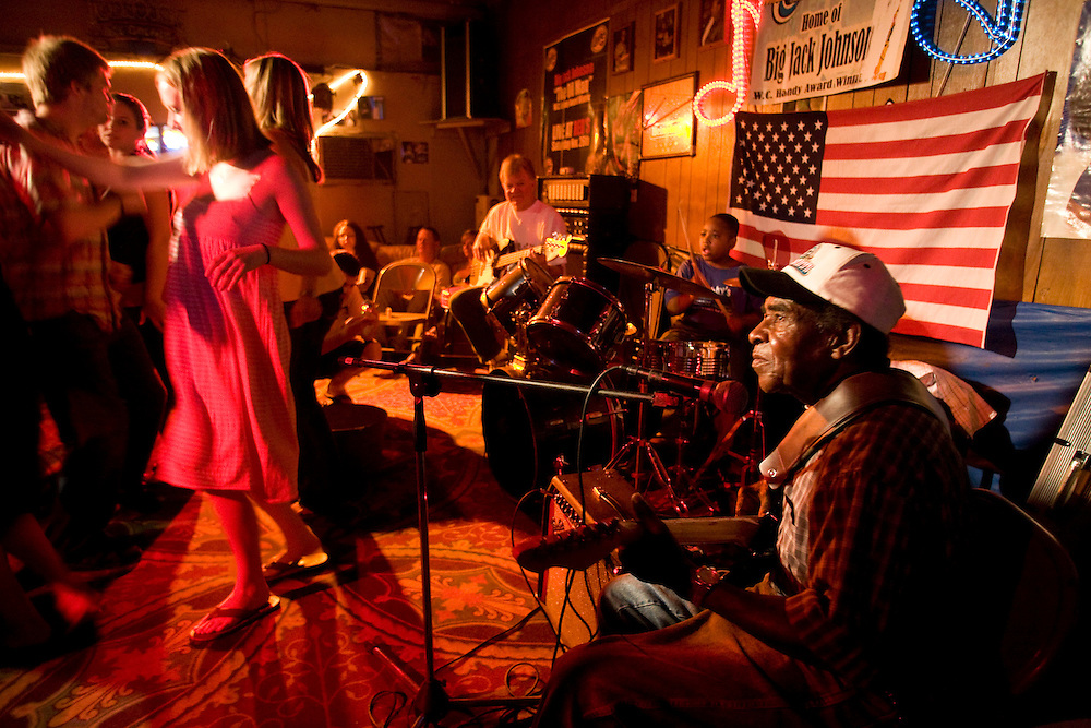 T-Model Ford plays for a packed house at Red's Lounge in Clarksdale, Miss., 2007