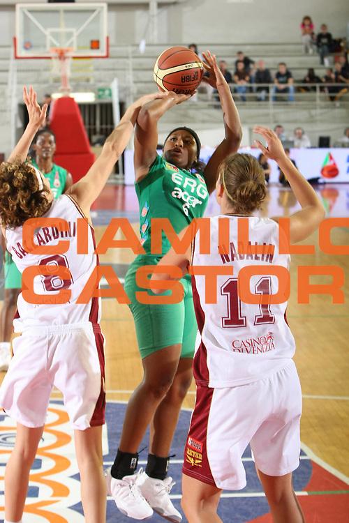 DESCRIZIONE : Roma Lega A1 Femminile 2008-09 Prima giornata Campionato Acer Erg Priolo Umana Reyer Venezia <br /> GIOCATORE : Danielle Green<br /> SQUADRA : Acer Erg Priolo <br /> EVENTO : Campionato Lega A1 Femminile 2008-2009 <br /> GARA : Acer Erg Priolo Umana Reyer Venezia<br /> DATA : 11/10/2008 <br /> CATEGORIA : Tiro<br /> SPORT : Pallacanestro <br /> AUTORE : Agenzia Ciamillo-Castoria/C.De Massis<br /> Galleria : Lega Basket Femminile 2008-2009 <br /> Fotonotizia : Roma Lega A1 Femminile 2008-09 Prima giornata Campionato Acer Erg Priolo Umana Reyer Venezia <br /> Predefinita :