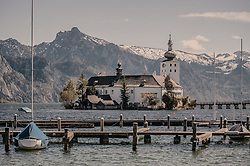 THEMENBILD - das Seeschloss Ort mit dem Landschloss Ort mit dem Traunsee, aufgenommen am 24. April 2019 in Gmunden, Oesterreich // the Lake Castle Ort and the Land Castle Ort with the Traunsee in Gmunden, Austria. EXPA Pictures © 2019, PhotoCredit: EXPA/ Stefanie Oberhauser