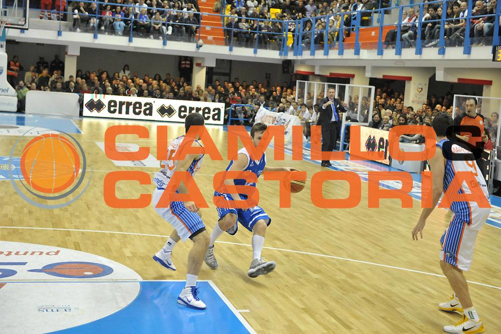 DESCRIZIONE : Brindisi  Lega A 2010-11 Enel Brindisi Dinamo Sassari<br /> GIOCATORE : Travis Diener<br /> SQUADRA : Dinamo Sassari<br /> EVENTO : Campionato Lega A 2010-2011<br /> GARA : Enel Brindisi Dinamo Sassari<br /> DATA : 20/03/2011<br /> CATEGORIA : palleggio    <br /> SPORT : Pallacanestro<br /> AUTORE : Agenzia Ciamillo-Castoria/D.Tasco<br /> Galleria : Lega Basket A 2010-2011<br /> Fotonotizia : Brindisi Lega A 2010-11 Enel Brindisi Dinamo Sassari<br /> Predefinita :