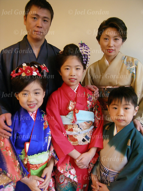 the typical vietnamese family A glimpse into the life of your average vietnamese person as witnessed by a traveler passing through  a day in the life  who manages family finances.
