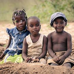 Oline, Tete e Paizinho :) em Cahama, Cunene, Angola (Maio de 2012).