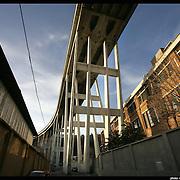 Genova, autostrada A10 ponte Morandi costruito sul quartiere Cornigliano e la val Polcevera