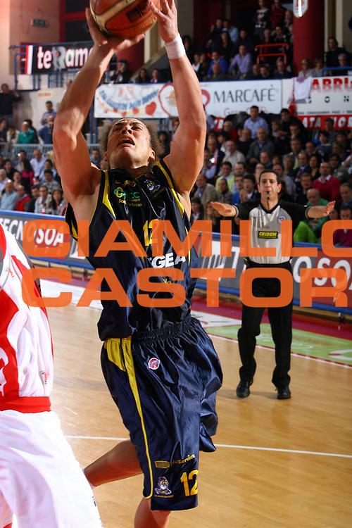 DESCRIZIONE : Teramo Lega A1 2007-08 Siviglia Wear Teramo Legea Scafati<br /> GIOCATORE : Hector Romero<br /> SQUADRA : Legea Scafati<br /> EVENTO : Campionato Lega A1 2007-2008 <br /> GARA : Siviglia Wear Teramo Legea Scafati<br /> DATA : 04/11/2007 <br /> CATEGORIA : penetrazione<br /> SPORT : Pallacanestro <br /> AUTORE : Agenzia Ciamillo-Castoria/M.Carrelli<br /> Galleria : Lega Basket A1 2007-2008<br /> Fotonotizia : Teramo Campionato Italiano Lega A1 2007-2008 Siviglia Wear Teramo Legea Scafati<br /> Predefinita : si