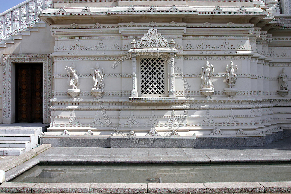 The 'Shri Swaminarayan Mandir' in Neasden, London, on Saturday, Apr. 22, 2006. It  is the largest Hindu temple outside India. (http://www.swaminarayan-baps.org.uk/index.htm)  **ITALY OUT**