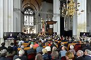 Nederland, Nijmegen, 7-5-2014Eurocommissaris Neelie Smit Kroes krijgt uit handen van Burgemeester Bruls van Nijmegen en rector magnificus Bas Kortmann de Vrede van Nijmegen Penning, medaille.Foto: Flip Franssen/Hollandse Hoogte