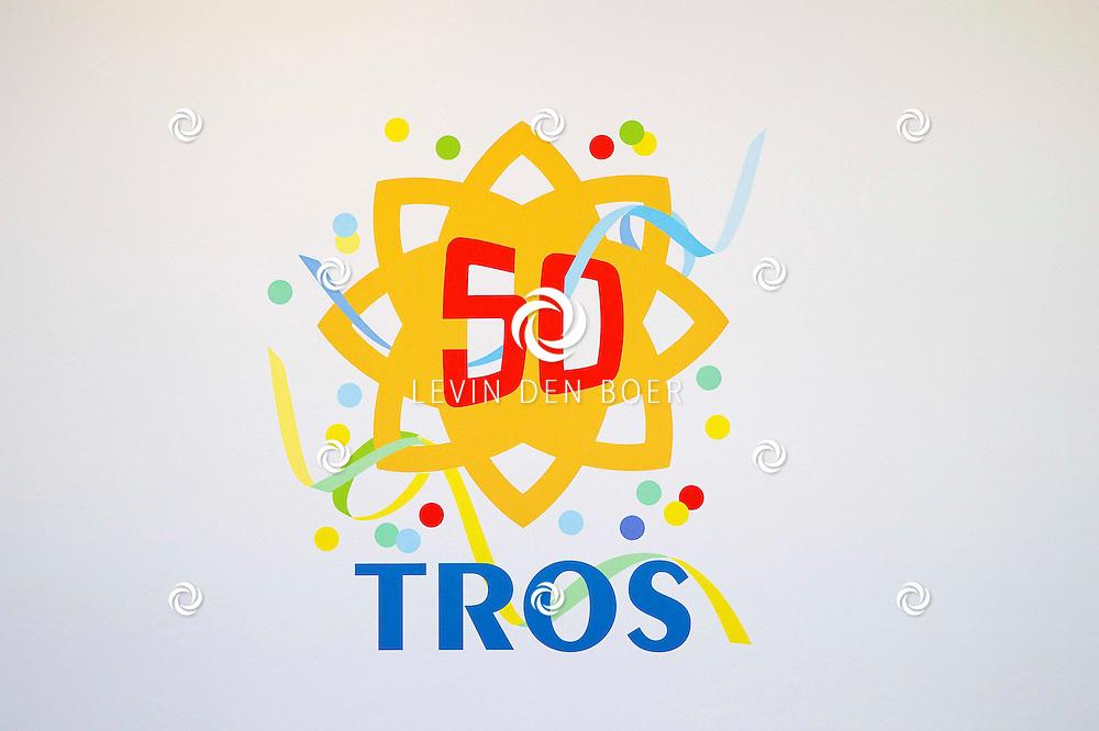 AMSTERDAM - 50 Jaar Tros is gevierd in theater Carré met heel veel bekende Nederlanders uit de Tros wereld. Met hier op de foto het logo van 50 jaar Tros. FOTO LEVIN DEN BOER - PERSFOTO.NU