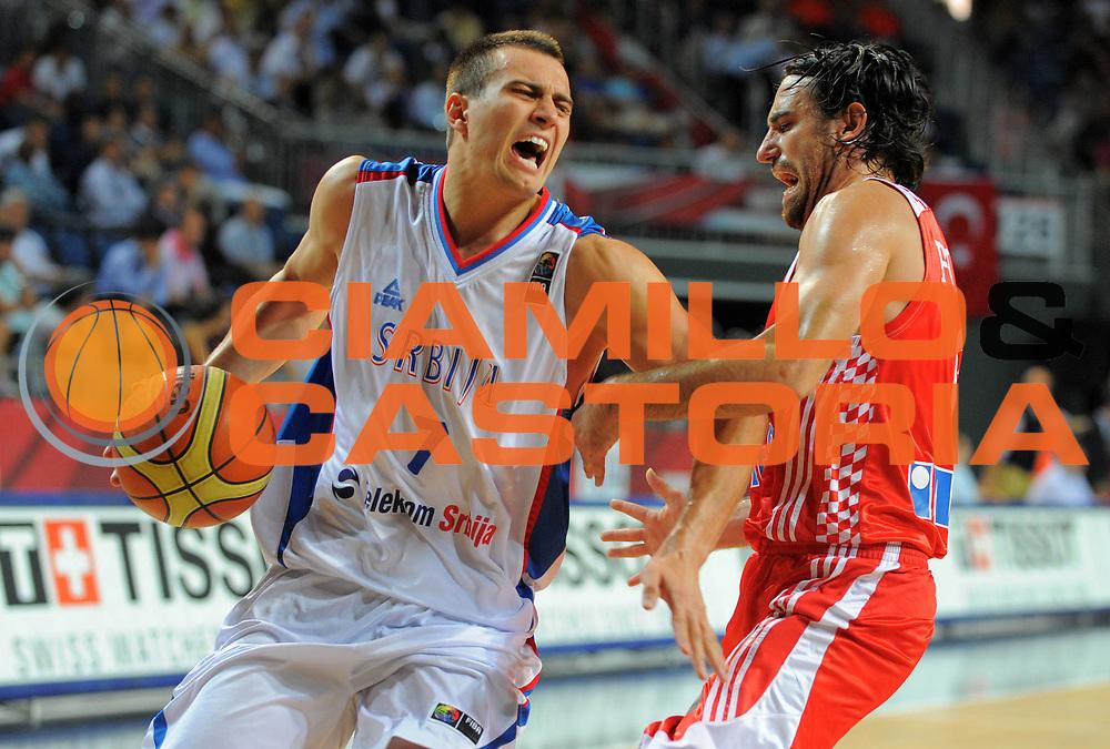 DESCRIZIONE : Istanbul Turchia Turkey Men World Championship 2010 Campionati Mondiali Eight Finals Ottavi Finale Serbia Croatia Croazia<br /> GIOCATORE : Ivan PAUNIC <br /> SQUADRA : Serbia<br /> EVENTO : Istanbul Turchia Turkey Men World Championship 2010 Campionato Mondiale 2010<br /> GARA : Serbia Croatia Croazia<br /> DATA : 04/09/2010<br /> CATEGORIA : Palleggio<br /> SPORT : Pallacanestro <br /> AUTORE : Agenzia Ciamillo-Castoria/T.Wiedensohler<br /> Galleria : Turkey World Championship 2010<br /> Fotonotizia : Istanbul Turchia Turkey Men World Championship 2010 Campionati Mondiali Eight Finals Ottavi Finale Serbia Croatia Croazia<br /> Predefinita :