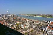 Nederland, Nijmegen, 22-4-2013Panorama van de stad aan de waal vanaf de St. Stevenskerk. Rivier in de richting van Lent en de geplande nevengeul in de rivier de Waal. De scherpe bocht bij Nijmegen wordt hierdoor minder gevaarlijk voor hoogwater. Waalsprong, stadsuitbreiding.Foto: Flip Franssen/Hollandse Hoogte