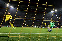 Dortmund, Signal Iduna Park, 24.10.18, Champions League:.Borussia Dortmund - Atletico Madrid..Bild:  Tor zum 3:0 durch Jadon Sancho (Dortmund) ......Gemäß den Vorgaben der DFL Deutsche Fußball Liga ist es untersagt, in dem Stadion und/oder vom Spiel angefertigte Fotoaufnahmen in Form von Sequenzbildern und/oder videoähnlichen Fotostrecken zu verwerten bzw. verwerten zu lassen. // DFL regulations prohibit any use of photographs as image sequences and/or quasi-video. (Credit Image: © Joachim Bywaletz/Xinhua via ZUMA Wire)