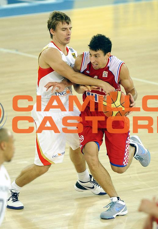 DESCRIZIONE : Bydgoszcz Poland Polonia Eurobasket Men 2009 Qualifying Round Germania Germany Croazia Croatia<br /> GIOCATORE : Roko-Leni Ukic<br /> SQUADRA : Croazia Croatia<br /> EVENTO : Eurobasket Men 2009<br /> GARA : Germania Germany Croazia Croatia<br /> DATA : 15/09/2009 <br /> CATEGORIA :<br /> SPORT : Pallacanestro <br /> AUTORE : Agenzia Ciamillo-Castoria/H.Bellenger<br /> Galleria : Eurobasket Men 2009 <br /> Fotonotizia : Bydgoszcz Poland Polonia Eurobasket Men 2009 Qualifying Round Germania Germany Croazia Croatia<br /> Predefinita :