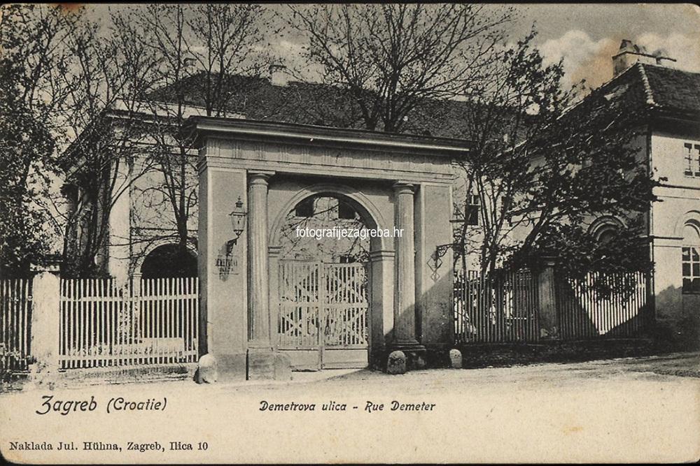 Zagreb (Croatie) : Demetrova ulica - Rue Demeter. <br /> <br /> ImpresumZagreb : Naklada Jul. Hühna, [19--].<br /> Materijalni opis1 razglednica : tisak ; 9 x 13,7 cm.<br /> NakladnikJulije Hühn<br /> Mjesto izdavanjaZagreb<br /> Vrstavizualna građa • razglednice<br /> ZbirkaZbirka razglednica • Grafička zbirka NSK<br /> Formatimage/jpeg<br /> PredmetZagreb –– Dimitrija Demetra<br /> SignaturaRZG-DEM-1<br /> Obuhvat(vremenski)20. stoljeće<br /> NapomenaPoleđina razglednice namijenjena je samo za adresu. • Rzaglednica je putovala. • Razglednica prikazuje Palaču Magdalenić-Drašković-Jelačić u Demetrovoj ulici 7-9.<br /> PravaJavno dobro<br /> Identifikatori000952687<br /> NBN.HRNBN: urn:nbn:hr:238:776166 <br /> <br /> Izvor: Digitalne zbirke Nacionalne i sveučilišne knjižnice u Zagrebu