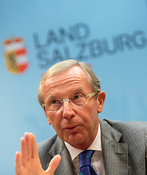 14.09.2015, Hauptbahnhof Salzburg, AUT, Fluechtlingskrise in der EU, Pressekonferenz, im Bild Landeshauptmann von Salzburg Dr. Wilfried Haslauer // Governor of Salzburg Dr. Wilfried Haslauer during a Pressconference about the Situation. Thousands of refugees fleeing violence and persecution in their own countries continue to make their way toward the EU, Main Train Station, Salzburg, Austria on 2015/09/14. EXPA Pictures © 2015, PhotoCredit: EXPA/ JFK