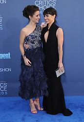 Shiri Appleby, Constance Zimmer  bei der Verleihung der 22. Critics' Choice Awards in Los Angeles / 111216