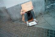 Spanje, Barcelona, 10-1-2004..Zwerver, dakloze op straat. Bedelen, dakloos, armoede, honger, schaamte, inkomen...Foto: Flip Franssen