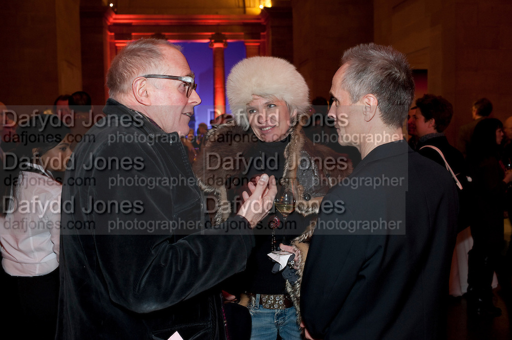 RICHARD WENTWORTH; TRISH LYONS; DAVID BATCHELOR, Susan Hiller opening, Tate Britain. 31 January 2010. -DO NOT ARCHIVE-© Copyright Photograph by Dafydd Jones. 248 Clapham Rd. London SW9 0PZ. Tel 0207 820 0771. www.dafjones.com.