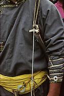 Mongolia. small naadam, archery  Ik Uul Sum      /  L'arc tendu. (Sum de IK UUL dans l'aymag de ZAVQAN,Mongolie)  Le tir à l'arc (sur qarvaq) est l'un des  - trois jeux virils -  (er kuni gurvan naadam) avec la lutte et la course de chevaux. L'arc est en mélèze et la corde provient d'un tendon étiré et torsadé d'un jeune taureau âgé de trois ans. La flèche est faite en bois de saule avec des ailerons en plume   /  R35/32     a  /  P0003927