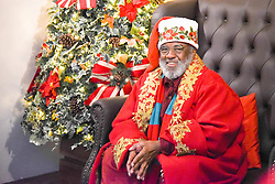 November 20, 2018 - SãO José Dos Campos, Brazil - SÃO JOSÉ DOS CAMPOS, SP - 20.11.2018: PAPAI NOEL NEGRO - Santa Claus, rare in a market where white predominates, arrived at a mall in São José dos Campos (SP) at the end of this year. This is the first time that the shopping center in the Vale do Paraíba bets on the character that does not follow the stereotype of the chubby old man, with light skin and long beard to compose the magical scenery of Christmas. Retired Rubens Campolina, 70, was hired for the most prestigious role for children at the end of the year. (Credit Image: © Caio Rocha/Fotoarena via ZUMA Press)