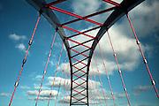 Die Strassenbrücke zwischen Dannenberg (Niedersachsen) und Dömitz (Mecklemburg-Vorpommern) über die Elbe. A huge bridge built after germanys reunification crosses the river elbe to connect east and west germany.