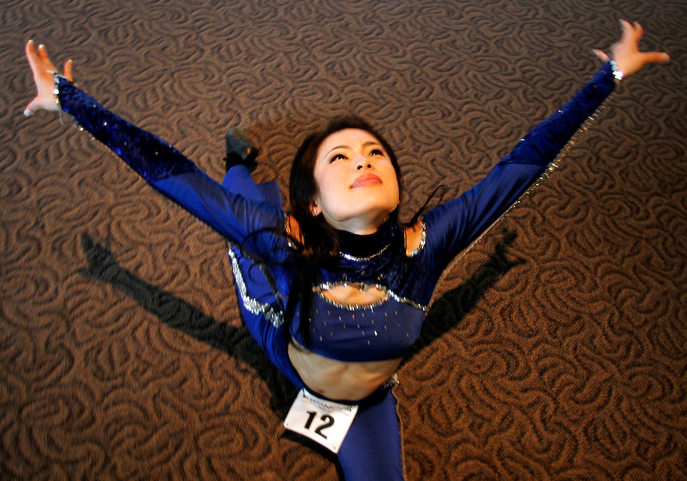 Kaoruko Horiike of Tokyo, Japan stretches on the second day of auditions for a spot on the  Denver Broncos cheerleaders squad  in Denver, Colorado March 25, 2007.  Over 250 women applied for the 34 slots with Horiike being one to make the team.  REUTERS/Rick Wilking (UNITED STATES)
