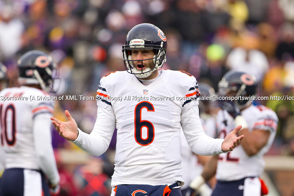Dec 28, 2014: Chicago Bears Quarterback Jay Cutler (6) [7816] during a 1st half time out. The Minnesota Vikings beat the Chicago Bears 13-9 at TCF Bank Stadium in Minneapolis, MN.