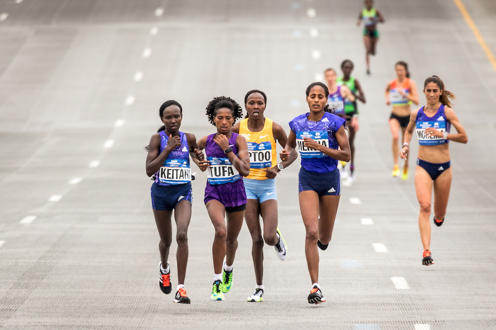 lead pack splinters at mile 19 after decisve move by Keitany