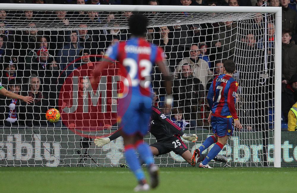 Yohan Cabaye ( R ) of Crystal Palace scores the opening goal of the match - Mandatory byline: Paul Terry/JMP - 12/12/2015 - Football - Selhurst Park - London, England - Crystal Palace v Southampton - Barclays Premier League