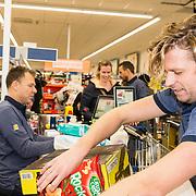 NLD/Hiuizen/20190108 - '1 Minuut gratis winkelen met Radio 538', Wietze de Jager helpt een winnaar