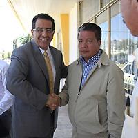 TOLUCA, Mex.- Rubén Mendoza Ayala quien fuera candidato a gobernador del Estado de Mexico por el PAN en la eleccion del 2005, se registro como candidato del Partido de la Revolucion Democratica a la presidencia municipal de Tlalnepantla.   Agencia MVT / Crisanta Espinosa.