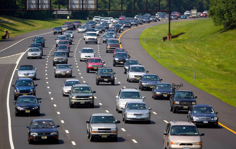 (PPAGE1) Neptune 6/30/2006  Southbound Garden State Parkway traffic seen from the rt 66 overpass.  Michael J. Treola Staff Photographer......MJT